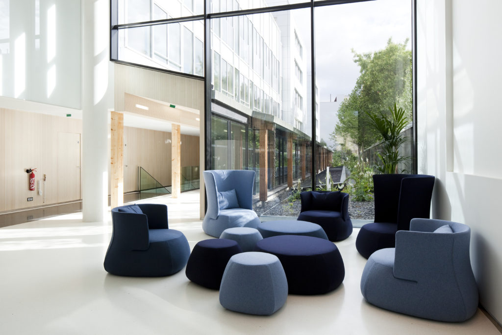 Aménagement d'un espace de repos, de réunion informelle - Réalisation ALTRAN - Vélizy