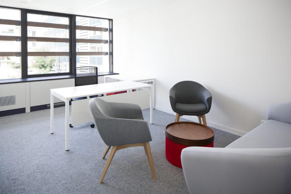 Aménagement d'un bureau avec espace de réunion informelle - Réalisation LAGARDERE - Boulogne Billancourt