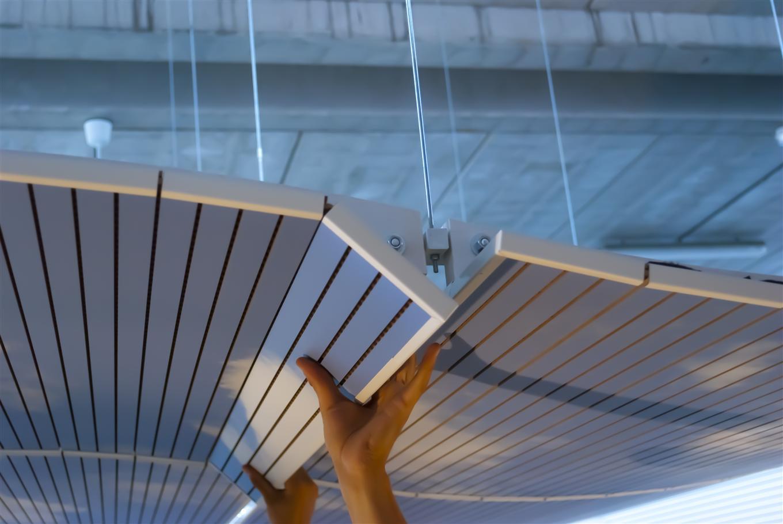 Système de panneaux acoustiques suspention au plafond Stefani Office