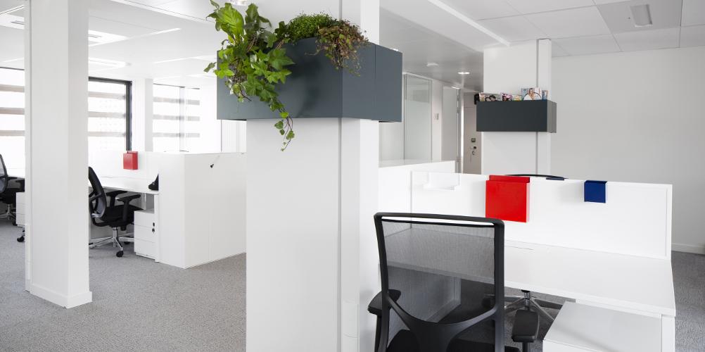 Aménagement d'un open space avec bureaux séparation acoustique - Réalisation LAGARDERE - Boulogne Billancourt