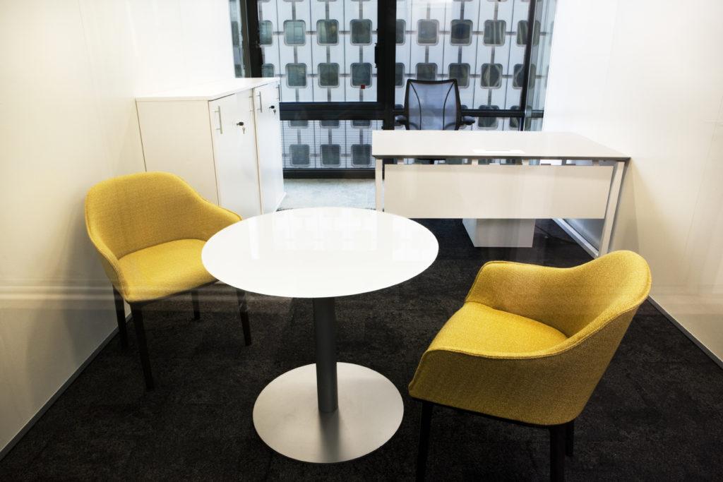 Aménagement d'un bureau, table punto, siège softshell - Réalisation ALBIOMA - La Défense