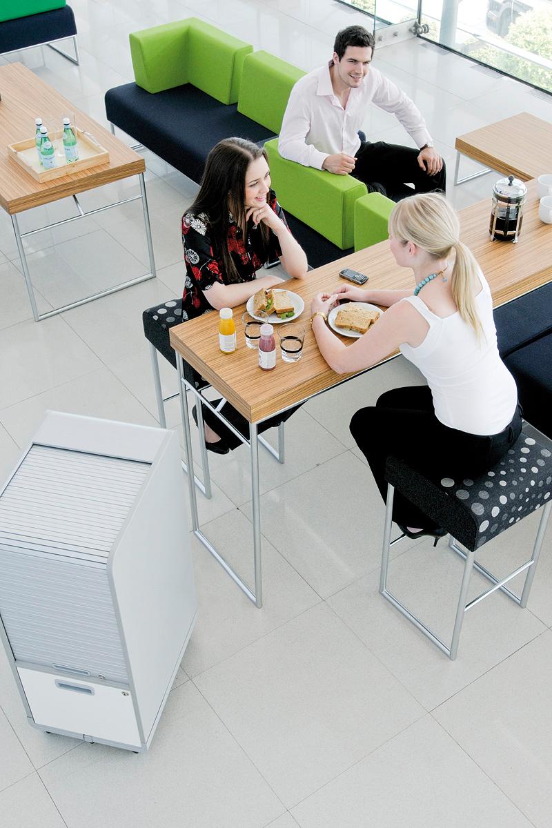 Ensemble de tables hautes et banquettes d'accueil Pause par Allermuir
