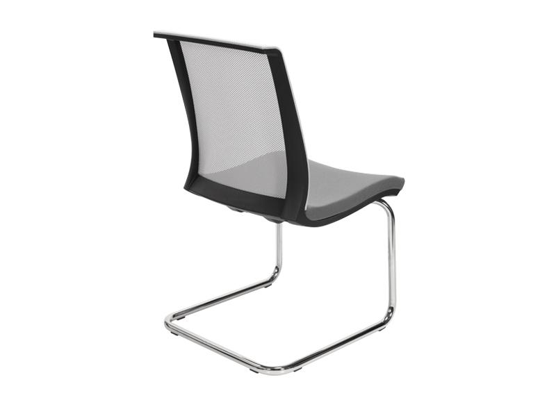 Chaise visiteur EVA noir avec dossier résille et piètement luge métal NARBUTAS