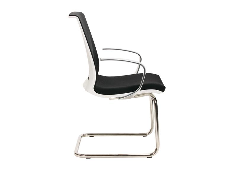 Chaise visiteur EVA noir et blanc avec piètement luge métal NARBUTAS