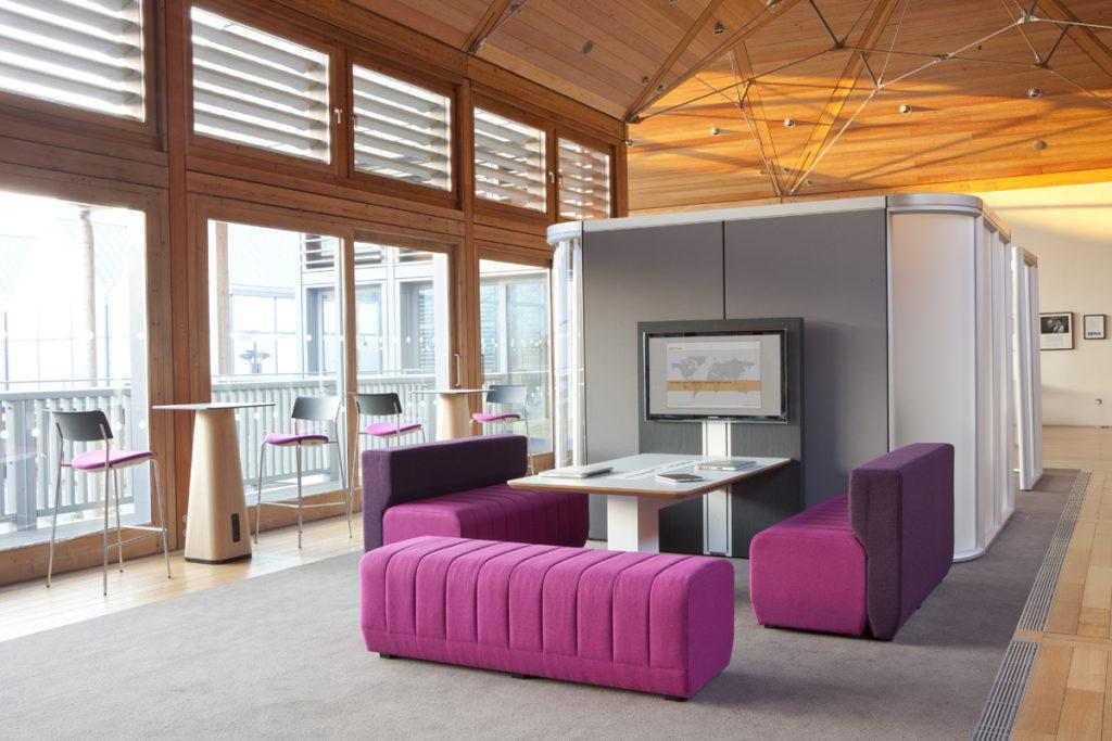 Espace de réunion avec table connectée Together Allermuir