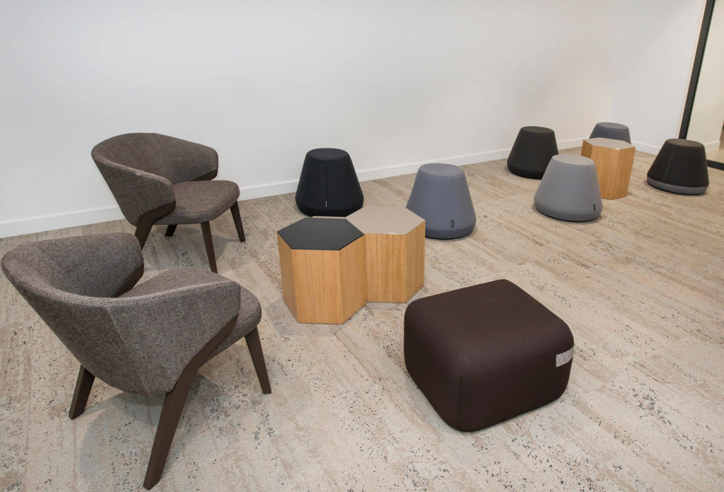 Fauteuil Nora tables basses Six Bross, Pouf Hyde Assembly Room, Poufs Season Viccarbe – Vivacity (2)