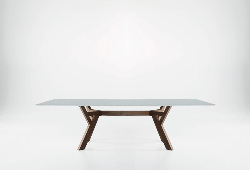 Table de réception Trigono avec piètement en bois teinté et plateau en marbre Bross