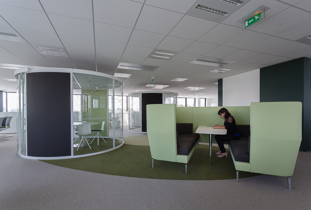 Aménagement de bureaux ouverts avec espaces de réunion et de tranquillité - Réalisation TNS - Paris