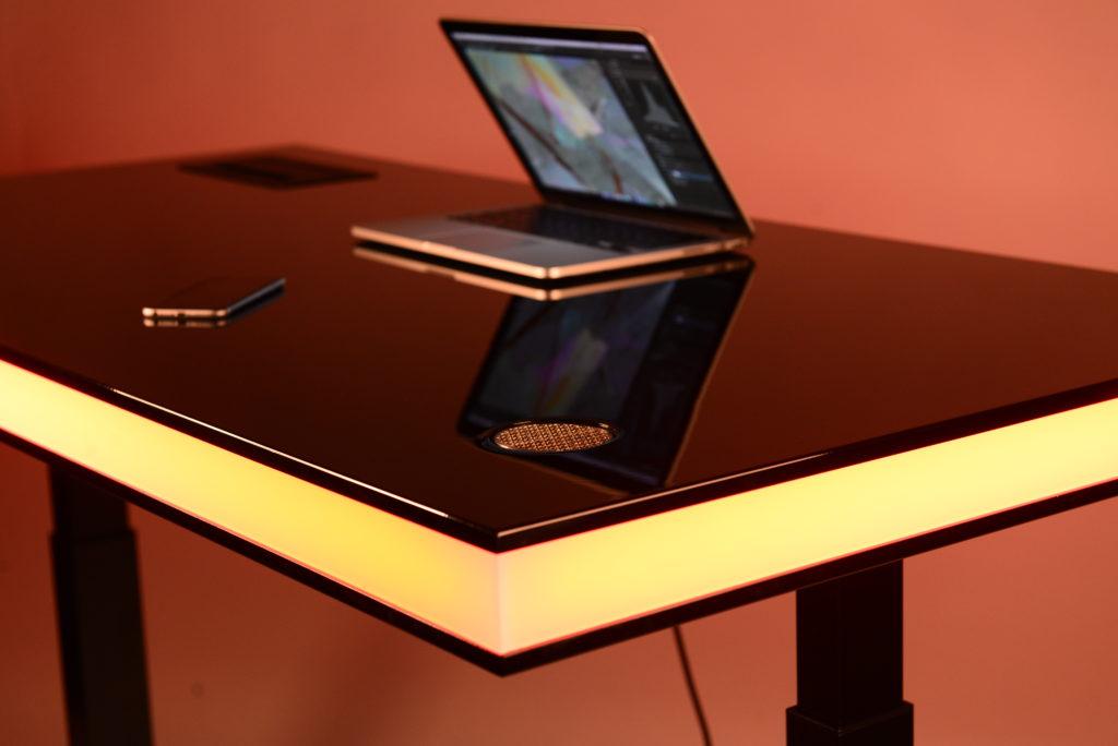table air laquée noir lueur jaune