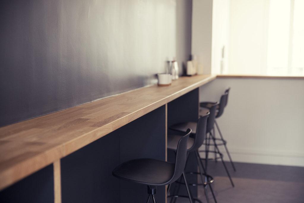 Aménagement d'un espace bar, cafétéria - Réalisation  SAEGUS - Paris 8