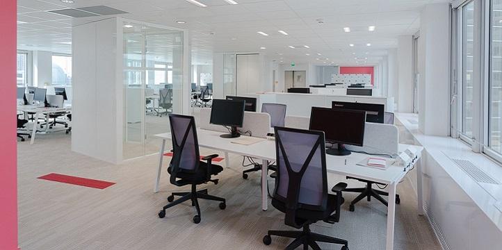 Aménagement de l'open space PWC - Mobilier ergonomique et solutions acoustiques - La Défense