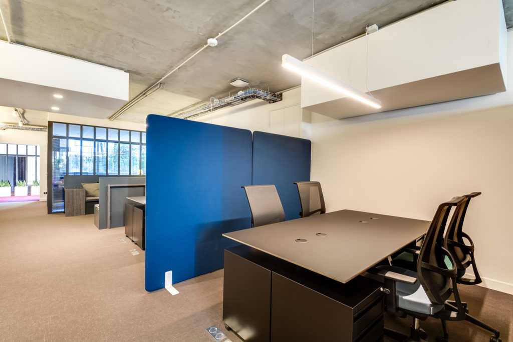 Aménagements de bureaux en open space avec séparations acoustiques - Réalisation OCP BUSINESS CENTER - Paris 16