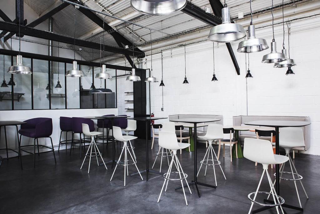 Aménagement d'un espace de cafétéria, restauration - Réalisation L'ATELIER - Saint Ouen