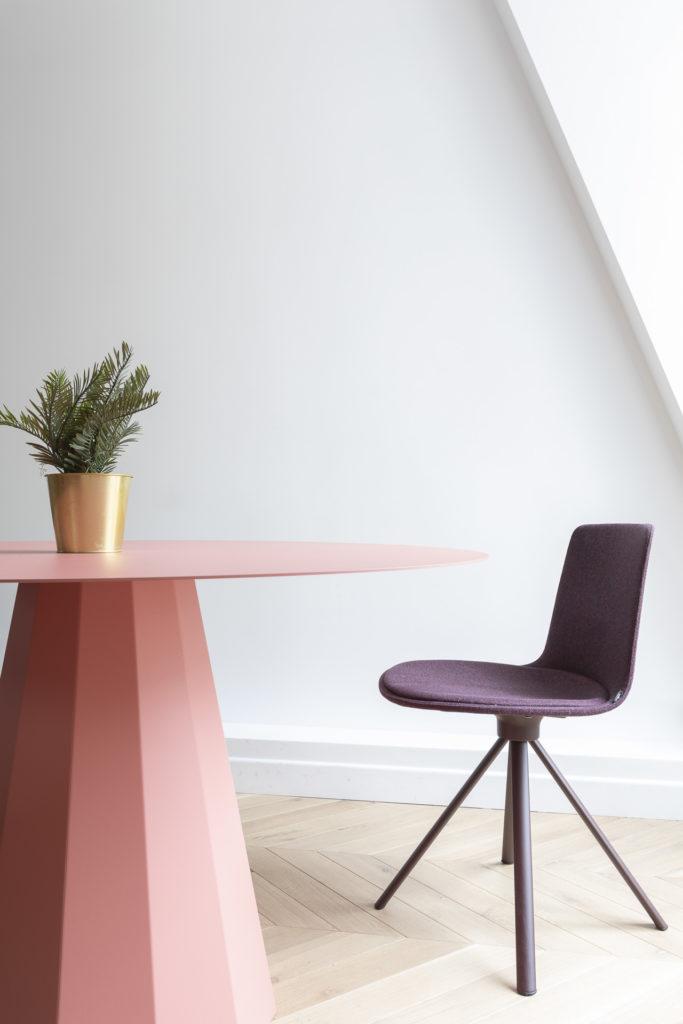 Table ANKARA, chaise LOTTUS SPIN5