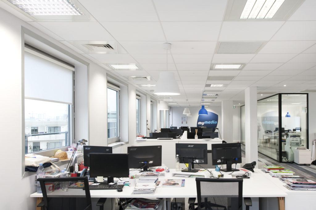 Espace de travail en open space - Réalisation MYMEDIA - Levallois Perret