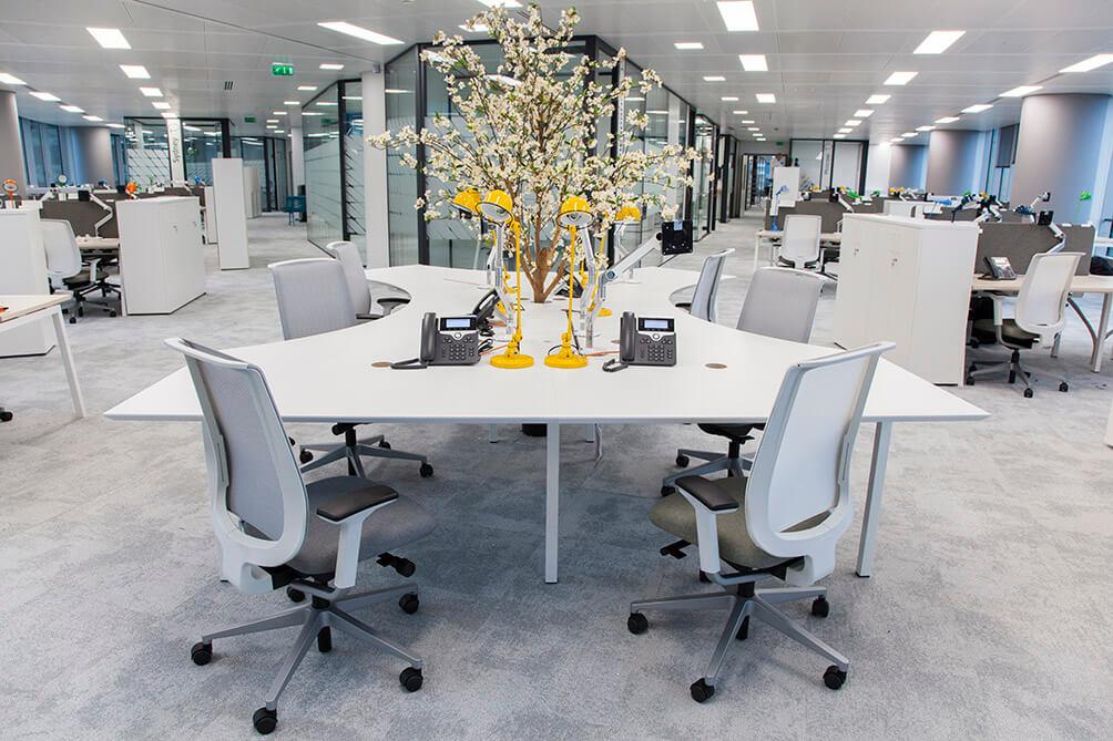 Aménagement open space table de projet flex office bench organic - TOTAL La Défense