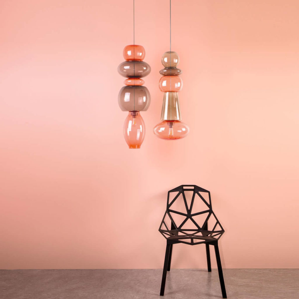 FATBOY-Candyofnie-Lampe-Rosa-Stuhl