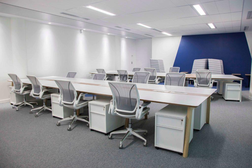 Aménagement table de projet, espace collaboratif - DENTAL MONITORING Paris 17