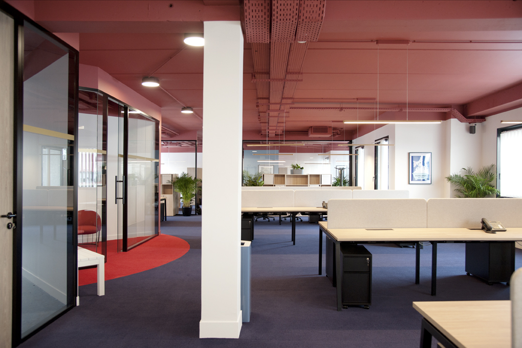 Aménagement d'un open space avec bureaux collectifs - Réalisation CREPUSCULE - Clichy