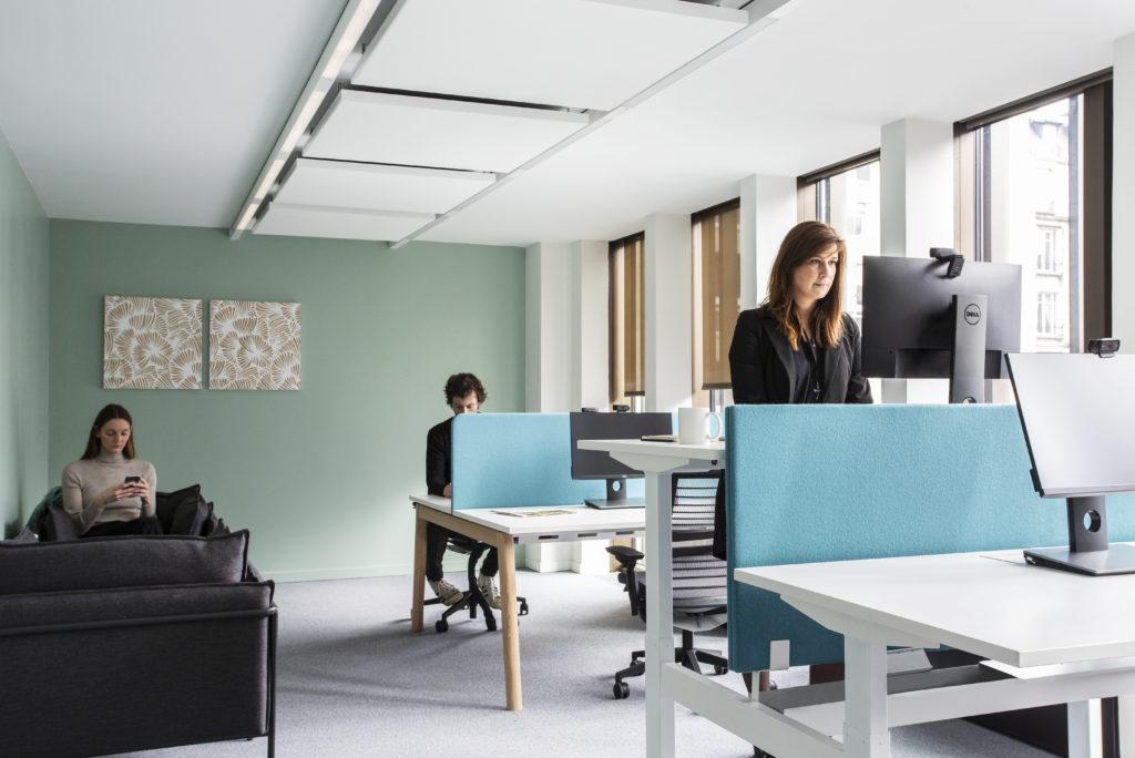 Aménagement de postes de travail réglables - Réalisation ARKADIN - Paris 17