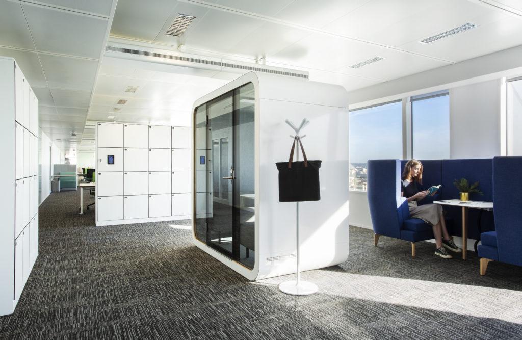 Aménagement d'open space avec cabine acoustique - Réalisation SAP - Levallois-Perret