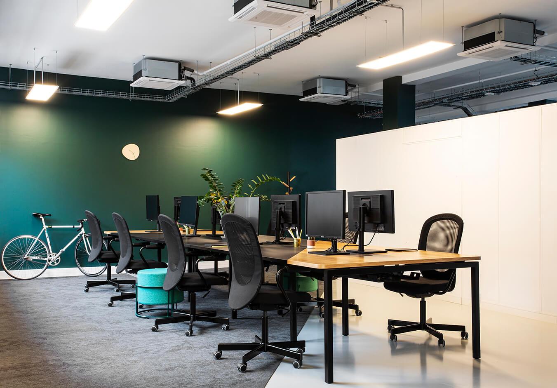 Table de projet sur-mesure aménagement en flex office