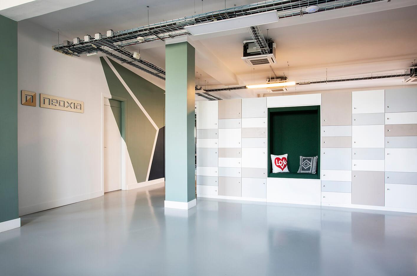 Aménagement espace accueil, casier sur-mesure - Neoxia Paris 8