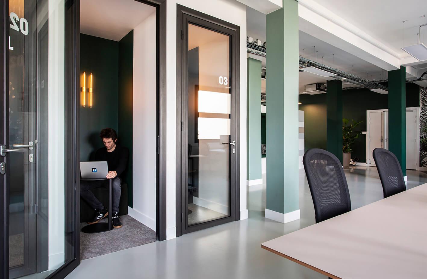 Phone box sur mesure aménagement entreprise - Neoxia Paris 11