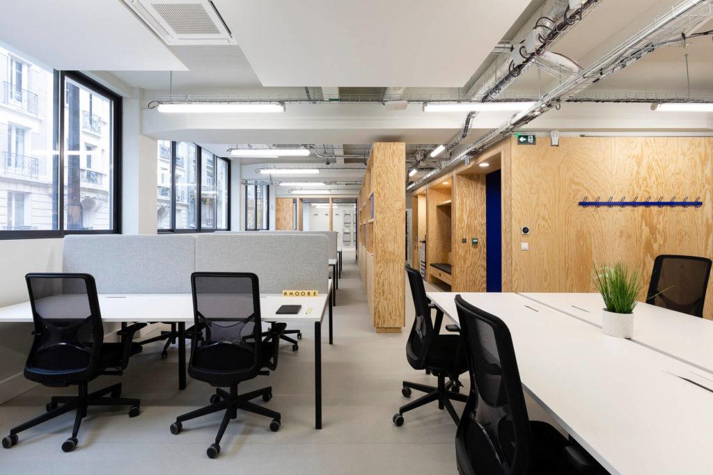 Aménagement d'un open space avec bureaux collectifs Narbutas - Réalisation LE TANK - Paris 11