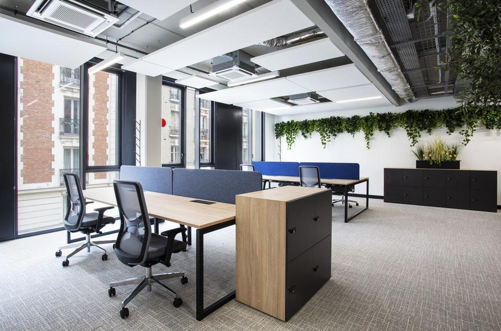 Aménagement d'un open space avec les sièges de travail WIND de Narbutas - Réalisation PICKUP - Saint Ouen