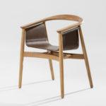 Chaise PELLE, en cuir et bois massif rendant hommage aux design nordique
