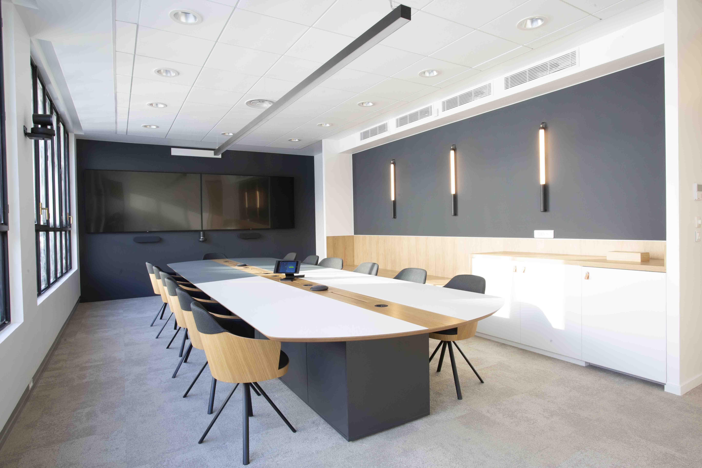 Aménagement d'une Board Room, salle de réunion et de visio conférence - Réalisation DASHLANE - Paris 18