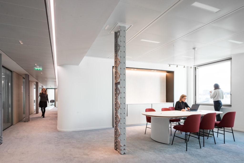 Aménagement d'un open space avec table de projets - Réalisation UNOFI - Paris 1
