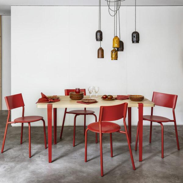 plastique-rouge-600×0-c-default